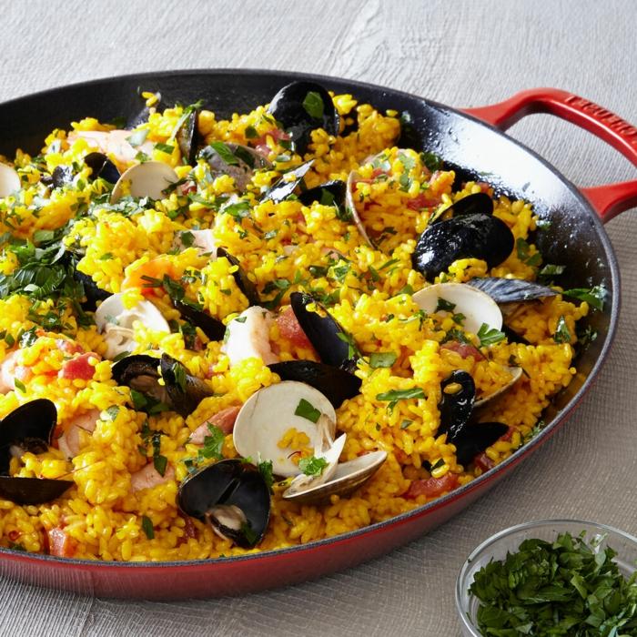 mittagessen ideen miesmuscheln garnellen gericht paella mit meeresfrüchten und gemüse was soll ich heute kochen ideen