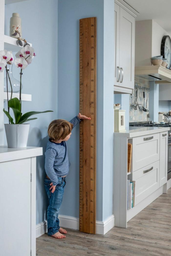 modern eingirechtete küche weiße schräncke messlatte für kinder aus holz selber machen diy ideen kreativ
