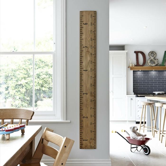 moderne küche einrchten tisch stühle aus holz blaue fliesen kinder messlate aus holz selber machen diy ideen inspiration großes fenster