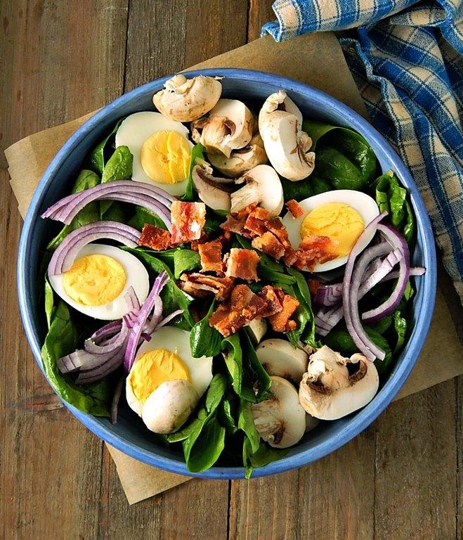 rezepte für 2 personen kochen zu zweit ideen romantisches essen rezepte besonderes abendessen rezepte spinat salat mit speck dressing