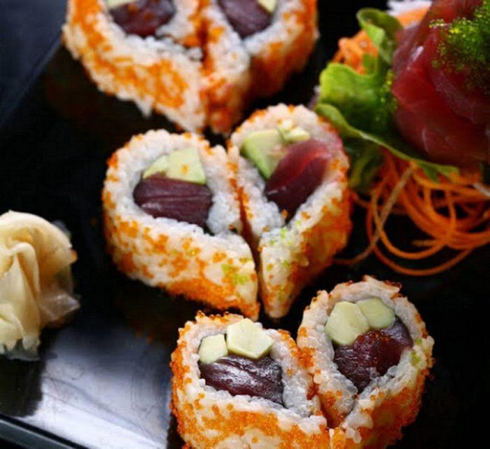 rezepte für verliebte kochen zu zweit ideen romantisches essen 3 gänge menü rezepte für anfänger sushi herzförmig teller einfaches 3 gänge menü