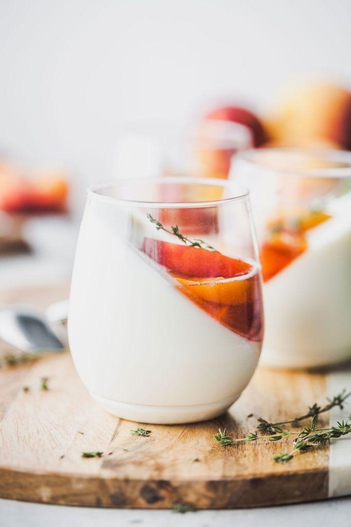 rezepte mit joghurt panna cotta rezept mit pfirsichen schnelle zubereitung