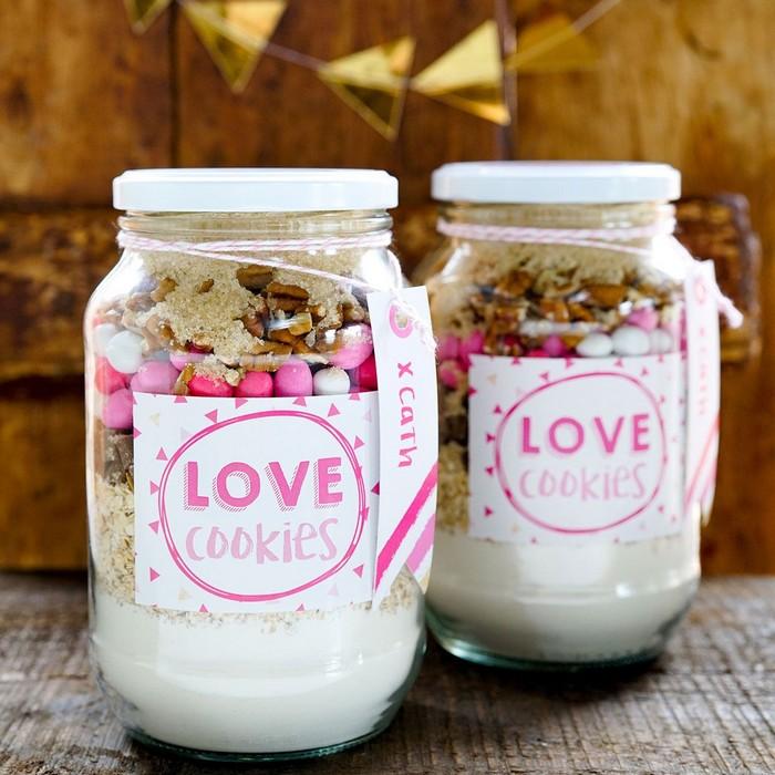 romantische geschenke selber machen diy geschenke mann valentisgeschenk ideen geschenke für valentinstag für ihn zwei einmachgläser mit cookies mischung diy