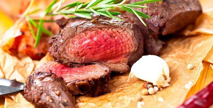 romantisches essen rezepte rezepte für verliebte besonderes abendessen rezepte 3 gänge menü rezepte gebratener steak scheiben valentinstag essen