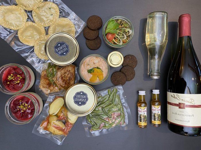 romantsiches essen zu zweit kochen zu zweit ideen 3 gänge menü rezepte käse platte weinflasche valentinstag ideen