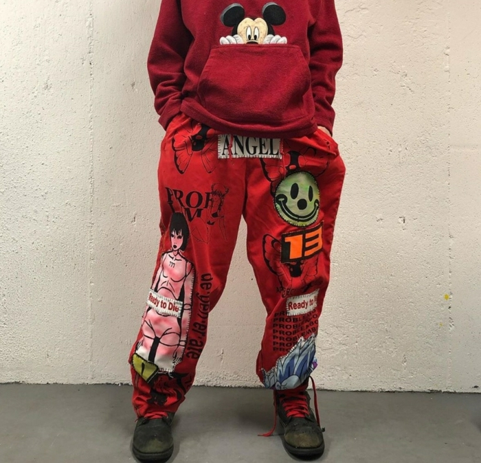 rotes ästhetic outfit cyber gothis fashion sweatshirt mit mickey mouse baddie outfits inspiration