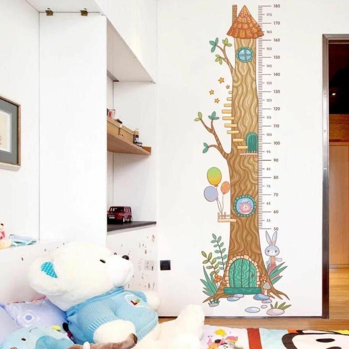 schönes kinderzimmer einrichten messlatte kinder wandtattoo baum form kreative deko ideen und inspiration kuscheltiere weiße wände