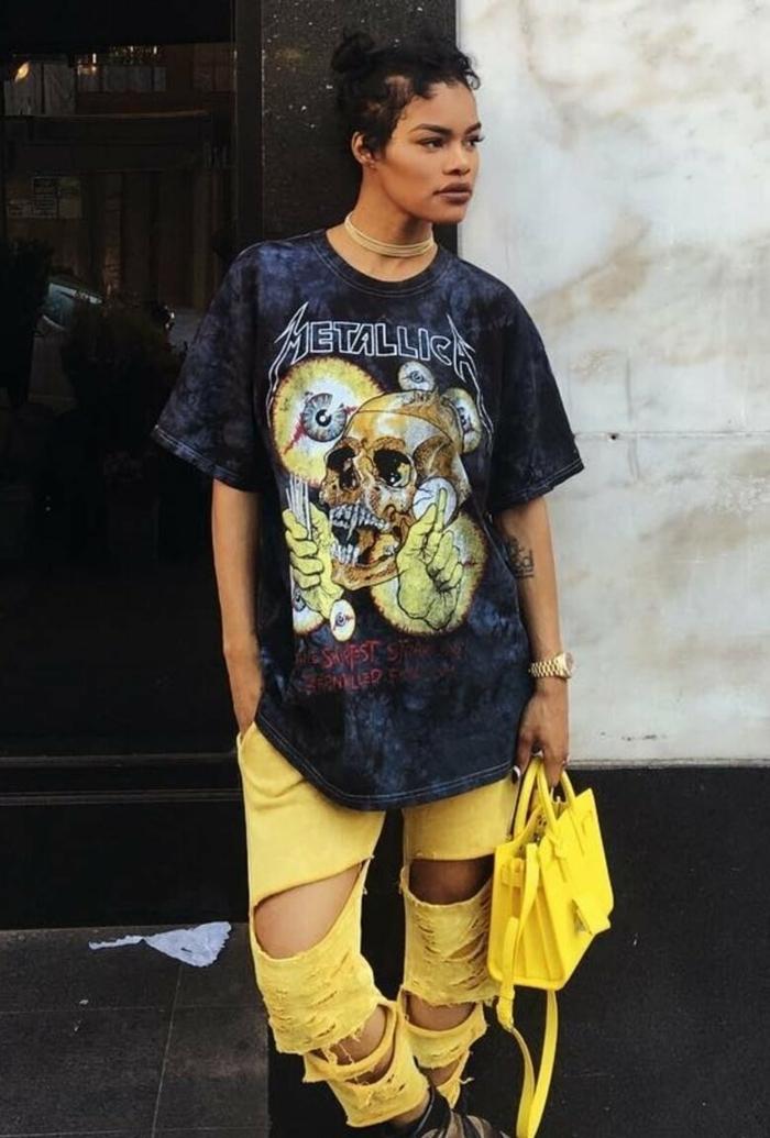 schwarzes metallica t shirt xxl baddie outfits with ripped jeans gelbe kleine gelbe tasche stylishe outfit ideen und inspiration