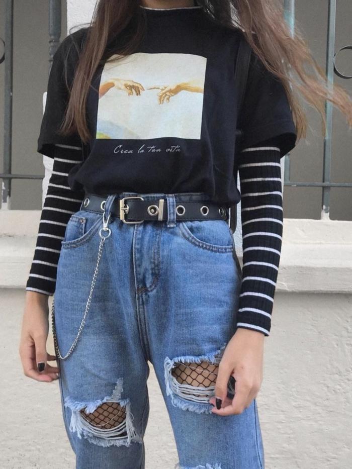 schwarzes t shirt über schwarze bluse weite jeans mit hohem bund und kette baddie outfits with ripped jeans mit netzstrumpfhose