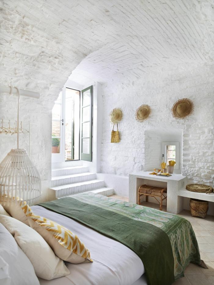 souterrain wohning weniger wert schlafzimmer im keller souterrain fenster weiße wände doppelbett licht