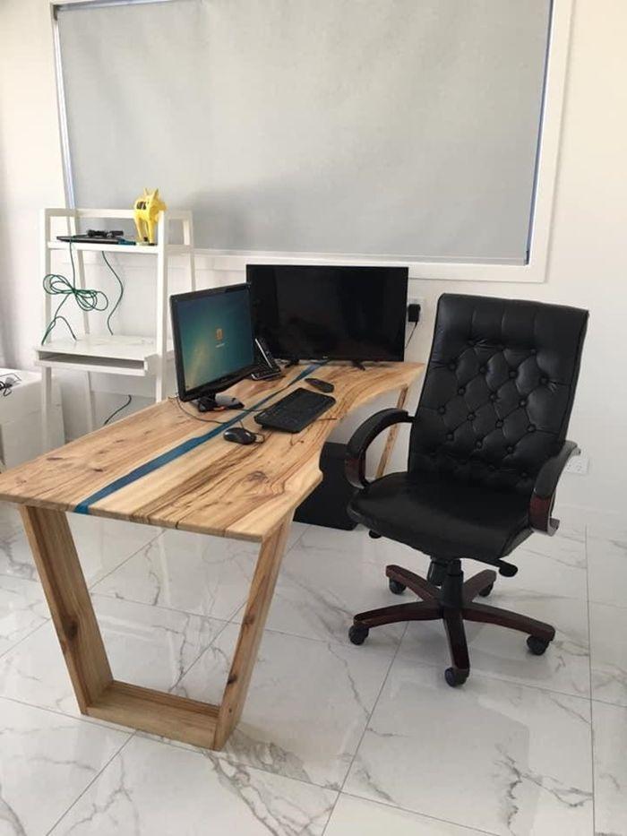 tisch mit harz massivholztisch schreibtisch aus massivholz arbeitszimmer dekorieren