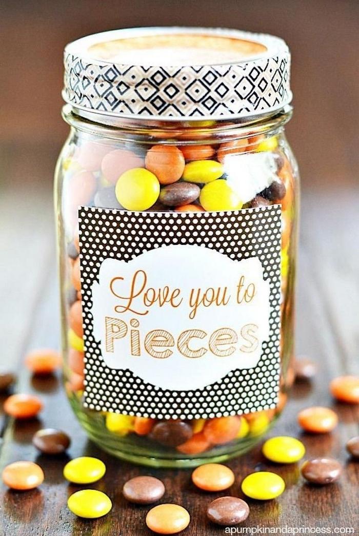 vaentinstag mann diy geschenke freund liebesgeschenke über was freuen sich männer zum valentinstag einmachglas mit pralinen valentinsgeschenke