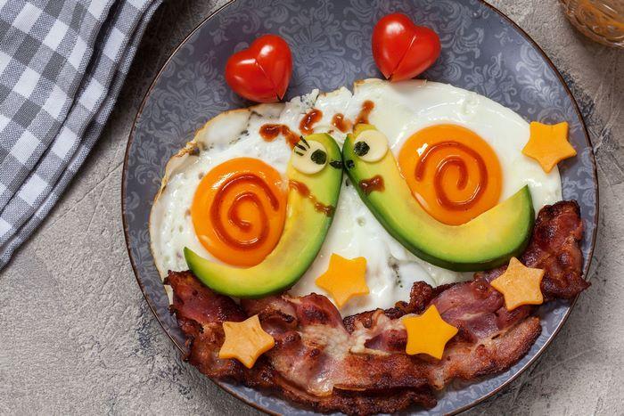 valentinstag dinner 3 gänge menü 2 gänge menü vorspeise schnecke förmig avocado bacon eier valentinstag essen