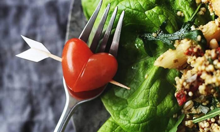 valentinstag dinner rezepte für verliebte 2 gänge menü herzförmige tomate valentinstag rezepte salat frisch