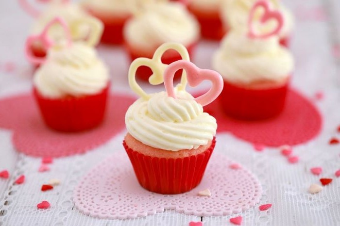 valentinstag geschenk freund schön valentinstag valentinstag geschenke für männer selber machen diy geschenk für männer cupcakes rot mit sahne selber machen