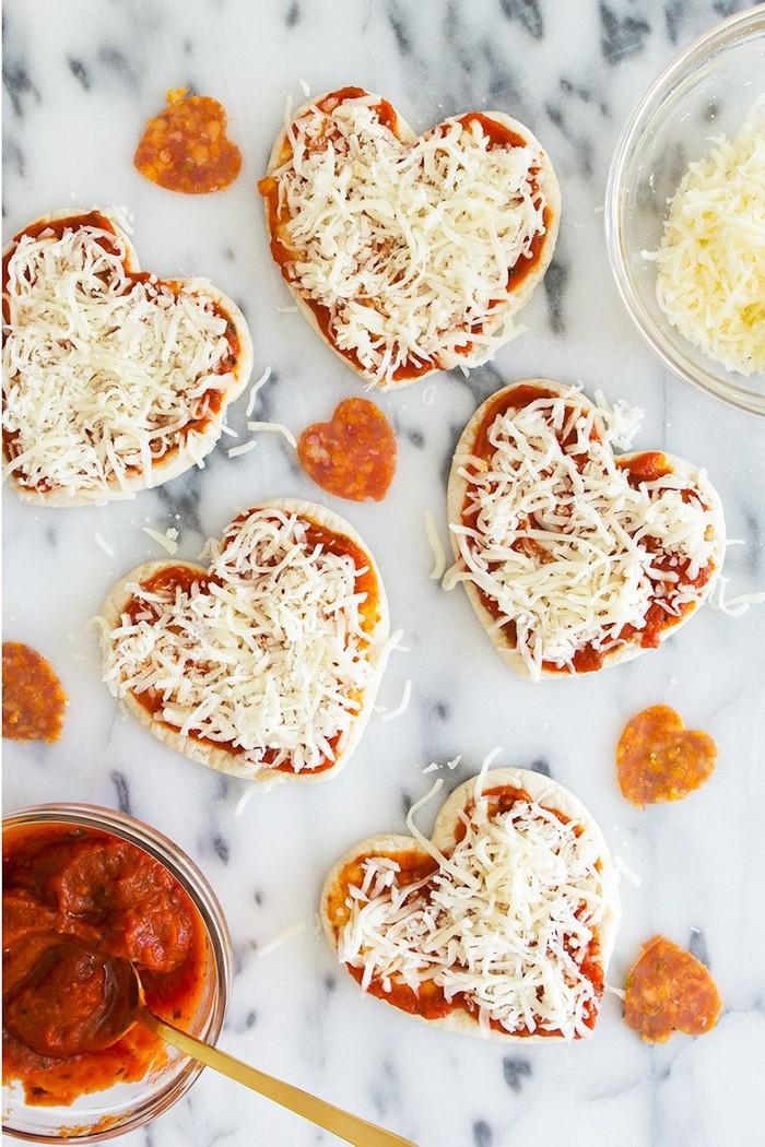 valentinstag geschenke selber machen liebesgeschenke valentinstag geschenke für männer pizza in herzform selber machen