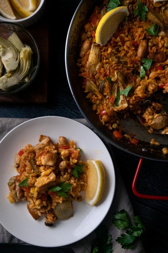 vegane gerichte paella rezept originall vegan mit gemüse weißer teller was kann ich heute abend kochen reis gerichte