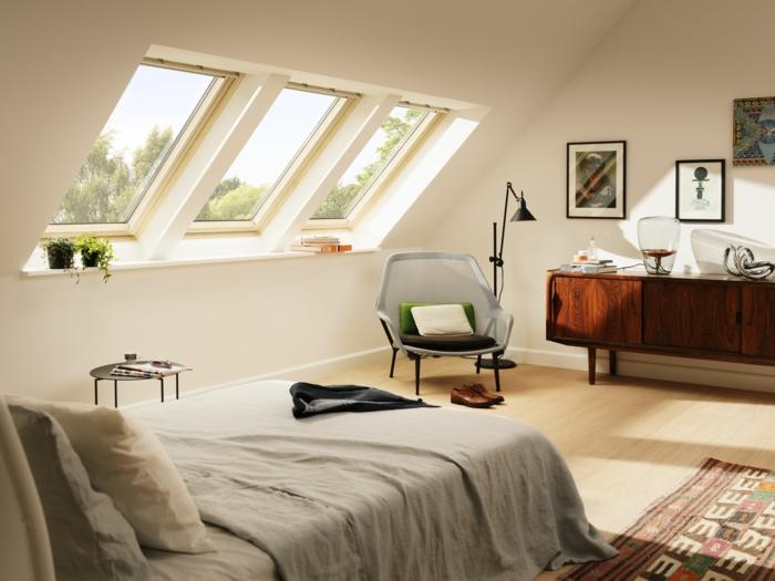 velux dachfenster austauschen scandi boho chic style einrichtung schlafzimmer grauer sessel moderner schrank aus holz deko bilder an die wand