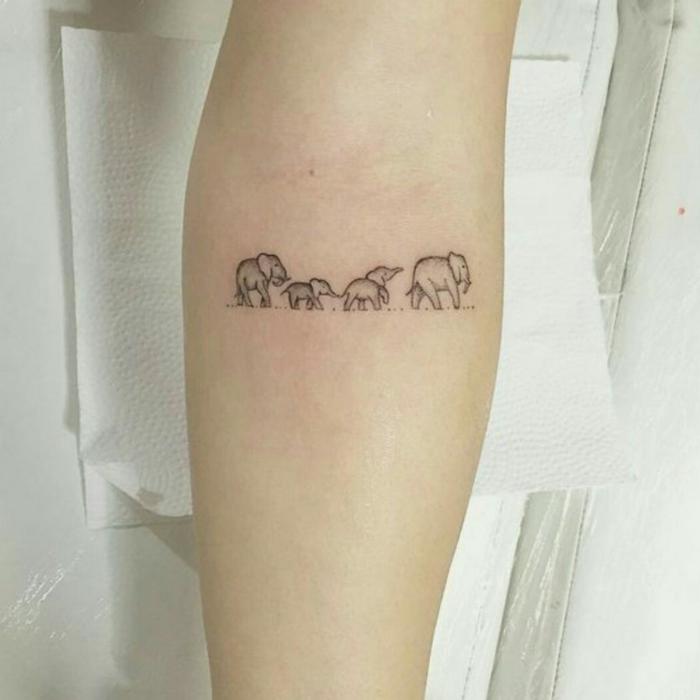 vier kleine elefanten familie tattoo symbol für familie süße tätowierung am arm idee und inspiration