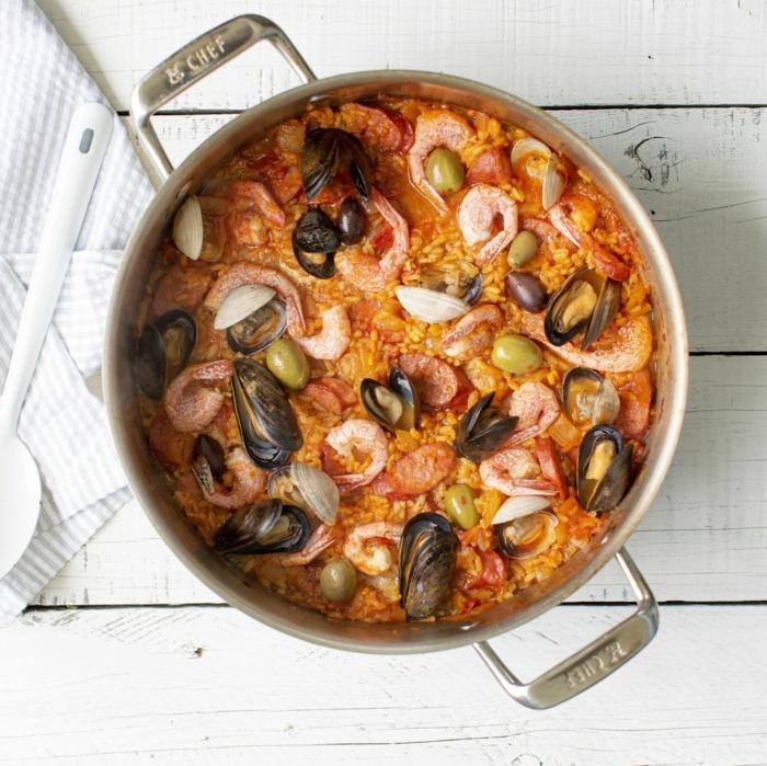 weißes tuch meeresfrüchte miesmuscheln garnellen paella rezept einfach leckere gerichte zubereiten abendessen ideen