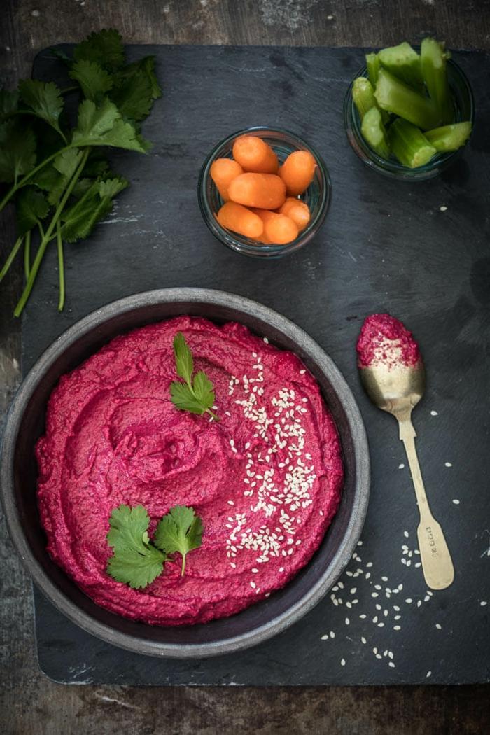 zutaten für rote beete hummus selber machen rezept eine schüssel mit rote beete hummus