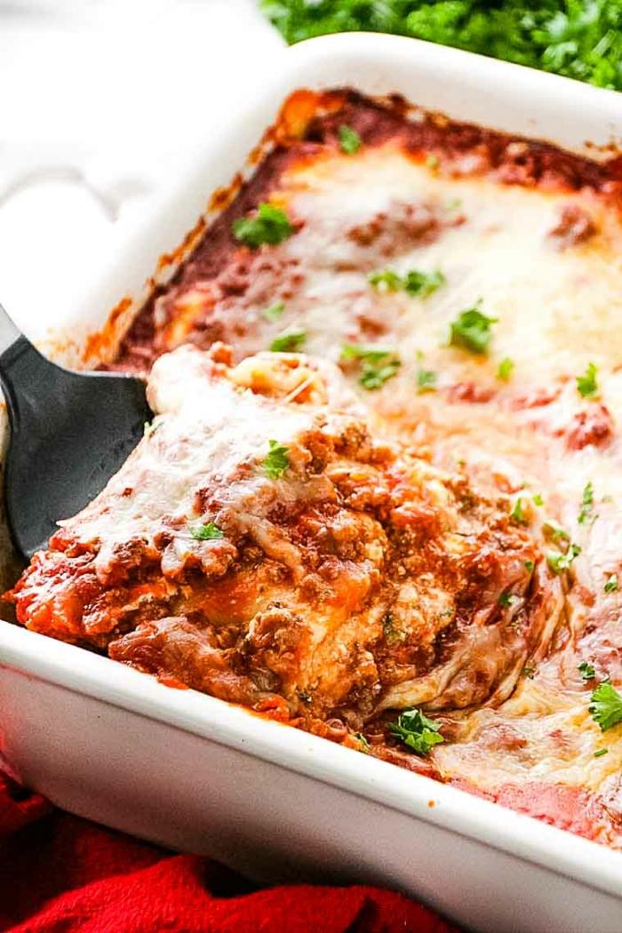 lasagne selber machen rezept ine lasagne mit eschmolzenem käse pasierten tomaten und faschiertes