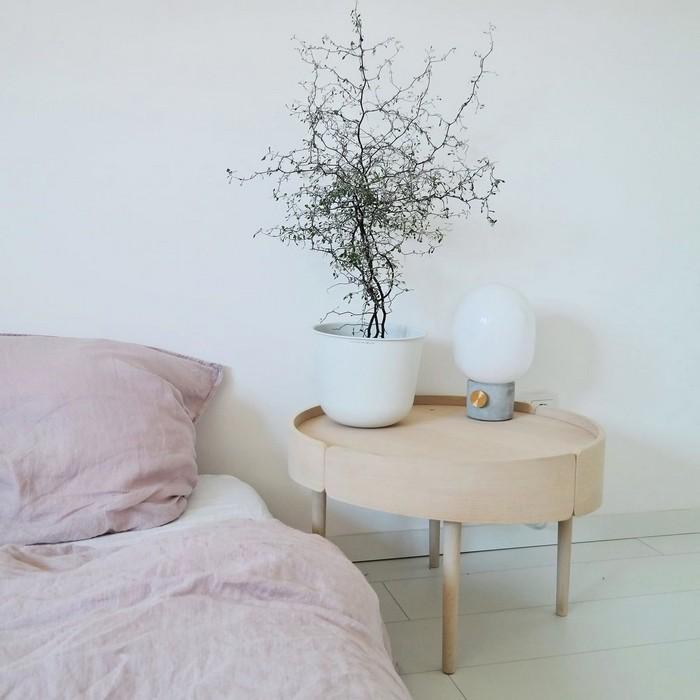 anderes wort für puristisch moderne japanische wohnung wabi sabi wohnen wabi sabi interior japanische wohnung schlafzimmer japanischer einrichtungsstil bett hellrosa holz nachttisch bonsai