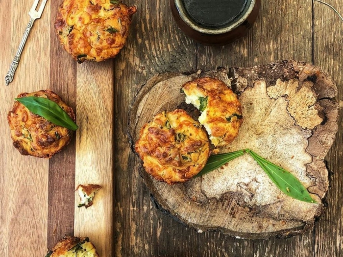 bärlauch muffins rezept eine gabel tisch aus holz bärlauch gesund