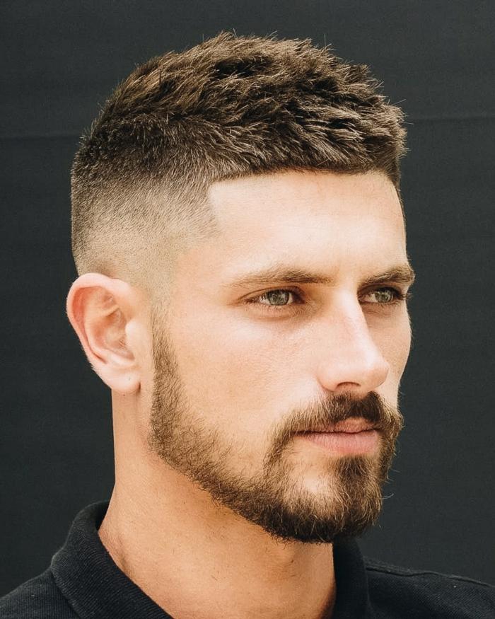 beste haarschnitte für männer undercut männerfrisuren ideen mit bart braune haare blaue augen