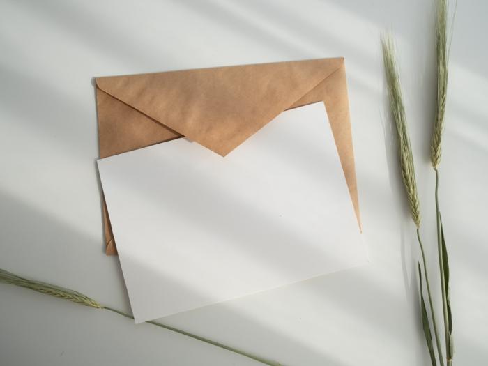 briefumschläge kaufen und bedrucken für unternehmen und andere anlässe weißer und brauner umschlag für briefe