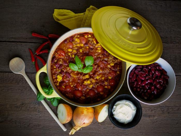 chili con carne gewürze gericht mit mais chili paprika fleisch kreuzkümmel