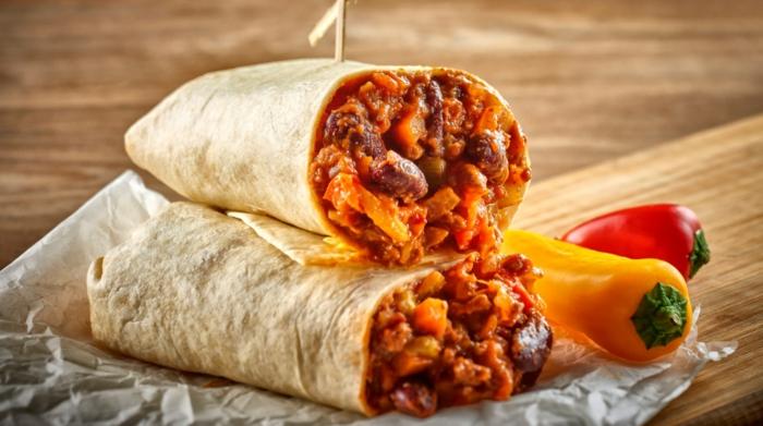 chili con carne wrap mit kindeybohnen mais paprika und chilischoten