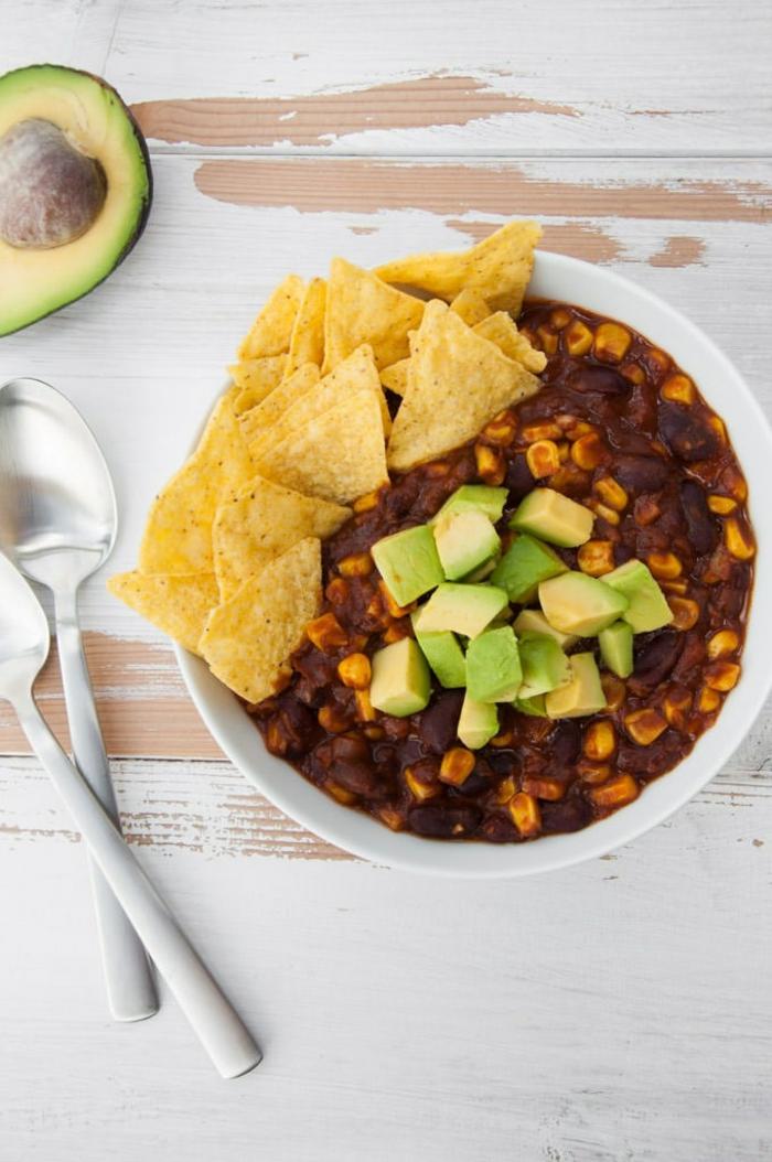 chili sin carne vegan rezept einfach mit avocado