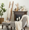deko leiter grauer sessel und teppich scandi style wohnen inspiration großes wohnzimmer mit kamin interior design 2021
