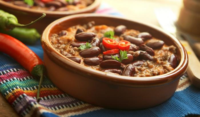die chili con carne gewürze ein gericht mit mais fleisch bohnen chili und paprikapulver