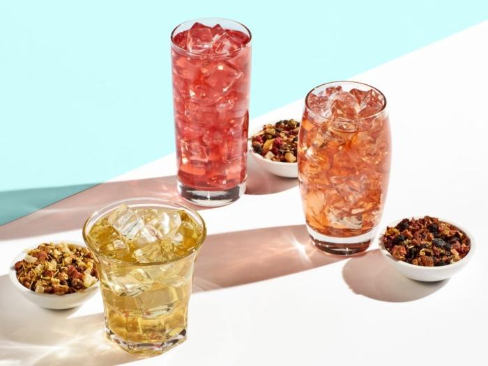 drei gläser mit eiswürfeln eistee selber machen rezept