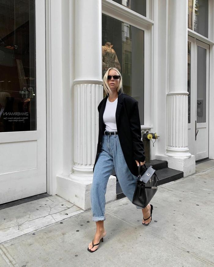 elegantes klassisches outfit slouchy hose mit hohem bund langer schwarzer blazer business outfit inspo blonde dame schwarze sonnenbrillen