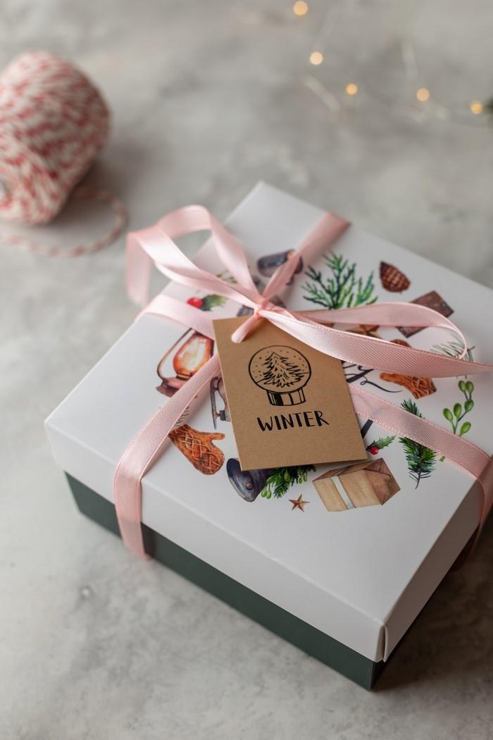 eltern beschenken was auswählen gute entscheidnungen abo box für eltern box mit rosa schleife winter karte