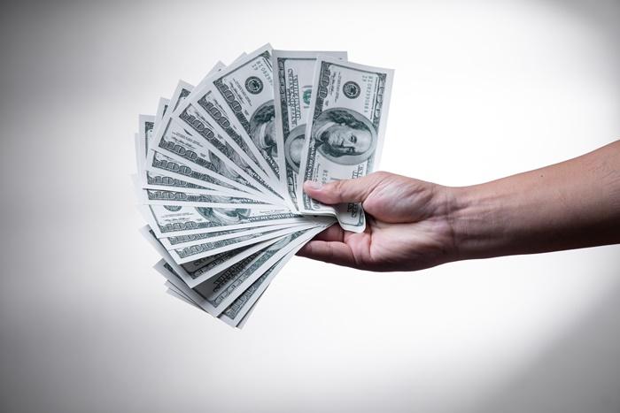 frostshaden am gebäude vermeiden und versichern geld im hand