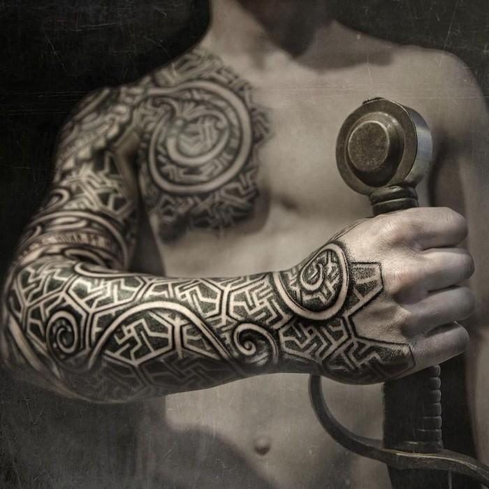 germanische runen germanische tattoos odal rune triskele tattoo tattoo runen wikinger runen bedeutung ganzen arm wikinger tattoo mann