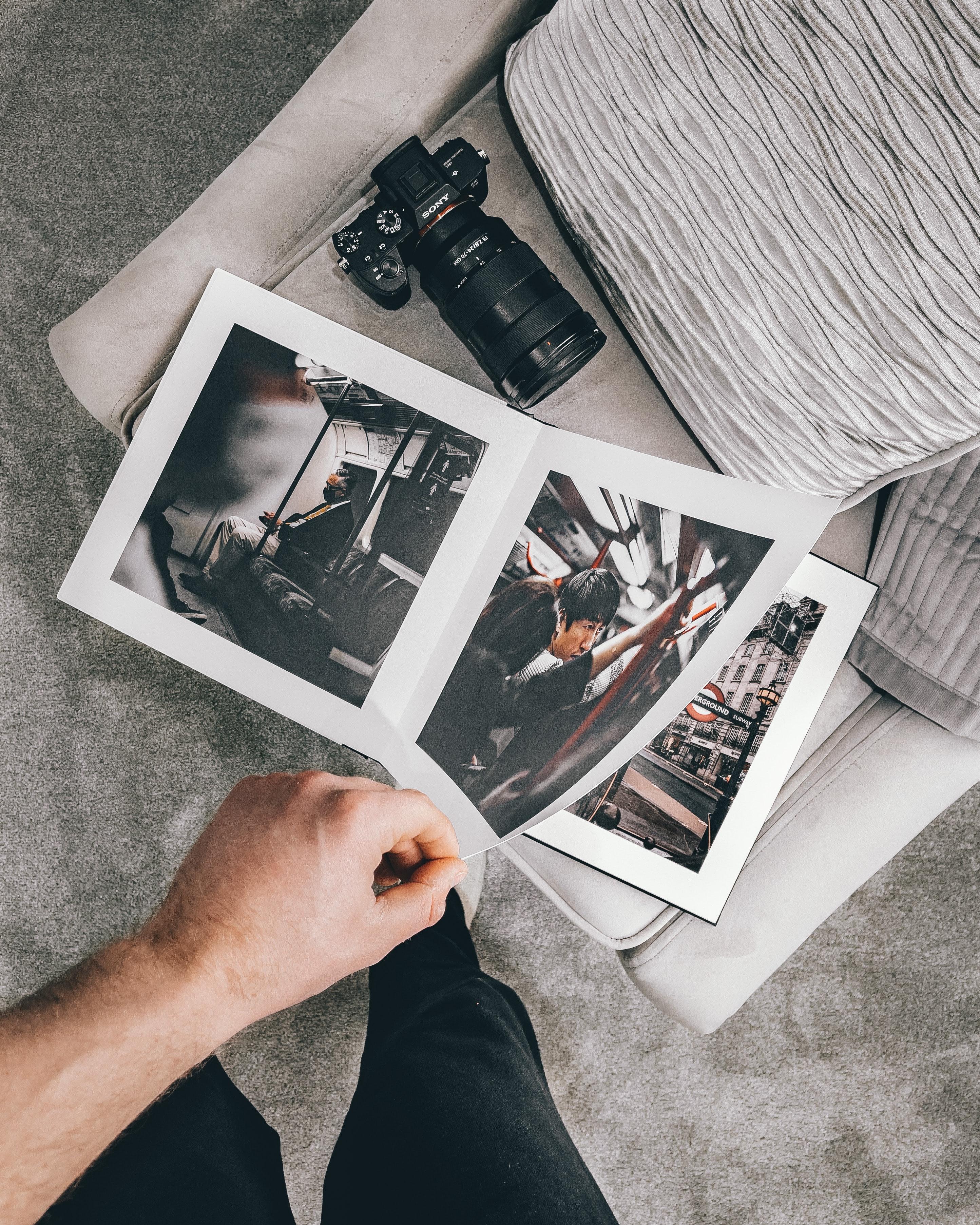 geschenk wählen zum anlass personalisiertes geschenk eltern beschenken fotobuch alte fotos sammeln mediadig