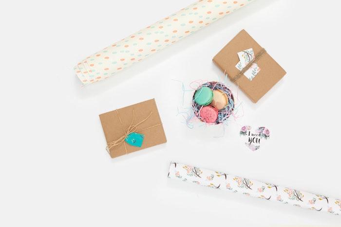 geschenke kaufen ideen schöne geschenke machen originelle geschenkideen anlass personalisiert macarons packpapier box