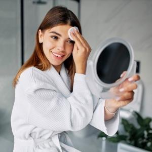 Die richtige Gesichtspflege - Tipps für eine gesund aussehende Haut