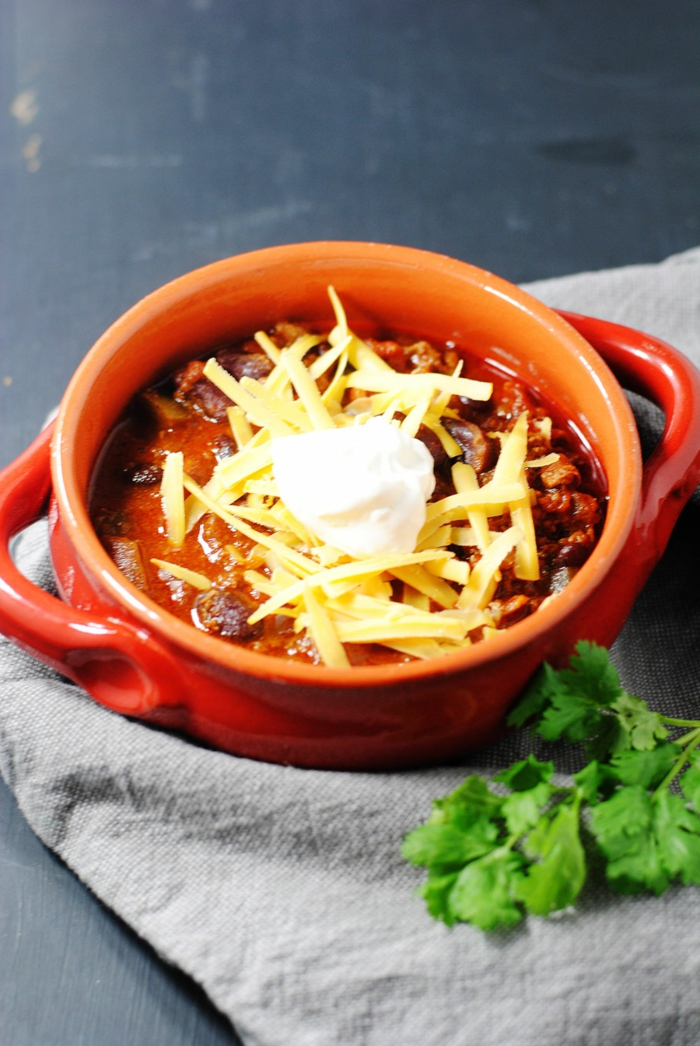 greaue decke petersilienblätter chili sin carne rezept vegan