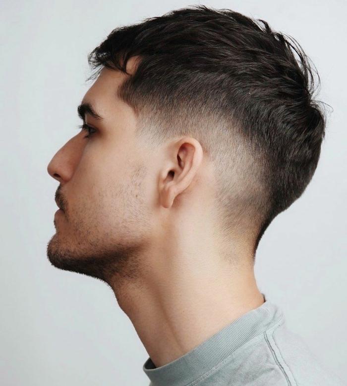 ideen herren frisuren für männer sehr kurz coole männerfrisuren inspo mann mit schwarzen haaren