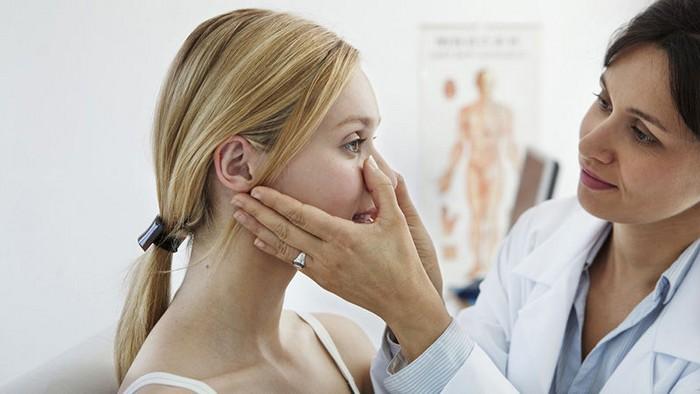 in welchem bereich sind kopfschmerzen gefährlich migräne was hilft kopfschmerzen rechts tipps gegen kopfschmerzen arzt konsultieren akupunktur