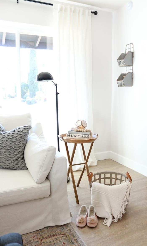interior design 2021 neutrale farben einrichtung weiß mit braunen motiven scandi style wohnen minimalistisch inspo