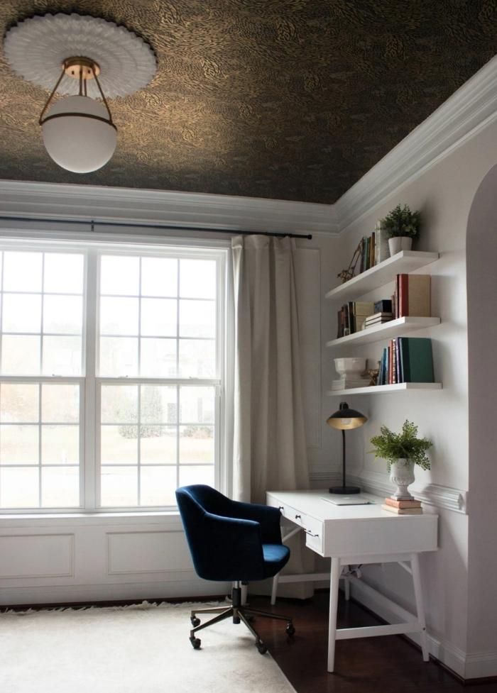 interior design ideen und inspiration goldenen decke blauer stuhl weißer schreibtisch hygge möbel modern inspo