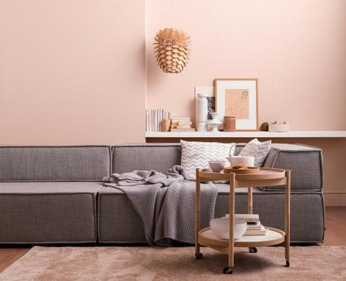 japanischer einrichtungsstil wabi sabi interior japanisches wohnzimmer wohnzimmer japanisch einrichten sofa niedrig grau rosa wände holzdeko