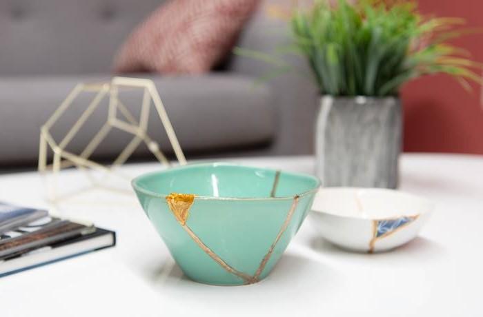 japanischer minimalismus japanische wohnung wabi sabi wohnen kintsugi kunst wabi sabi interior schüssel vase aus stein japanische einrichtung